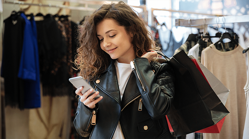 customer-using-textback-SMS-mobile